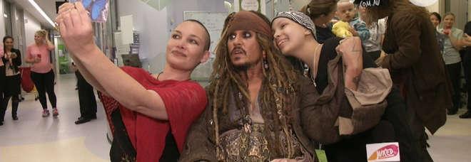 Johnny Depp spiega perché fa visita ai bambini in ospedale vestito da Jack Sparrow